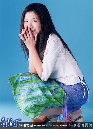 拍摄专辑封面借来185公分高的「大道具」 侯湘婷化身「我的野蛮女友