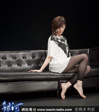 手绘女孩现代长腿