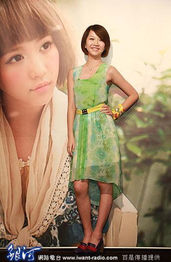 """依婷,因为长相甜美可爱,加上貌似港星蔡少芬,因此网友称她为""""小蔡少芬"""