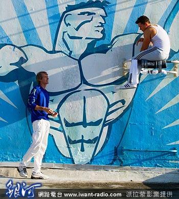 讲述美国迈阿密三个健身教练试图策画一桩绑票勒赎案