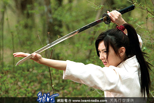 持剑古装美女手绘