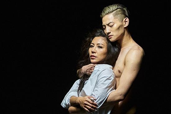 艾怡良「我们的总和」男舞者全裸入镜挑逗,mv惹火尺度破表!